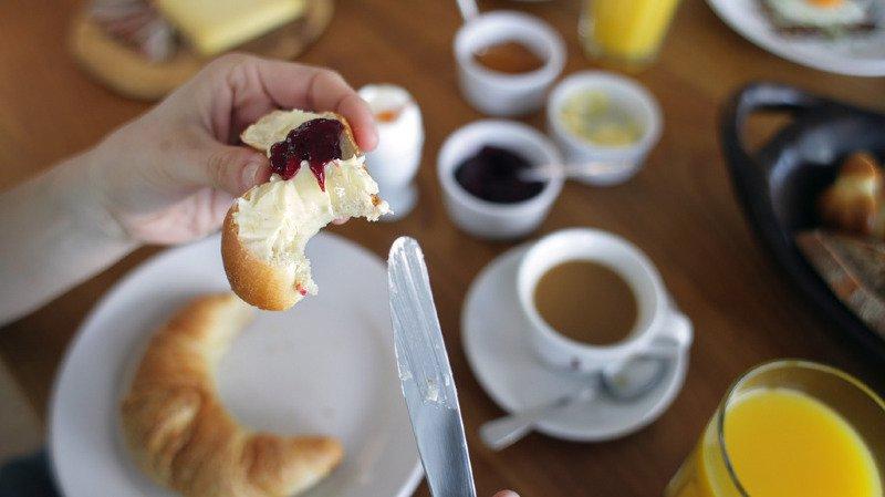 L'enquête de MenuCH révèle que les tartines sont avec les birchers les plats les plus appréciés du petit déjeuner des Suisses.