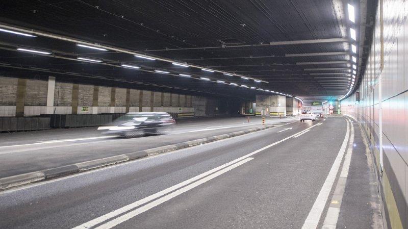 Le tunnel du Gothard a été fermé durant deux heures lundi matin, en raison de l'incendie d'une voiture. Les occupants du véhicule n'ont pas été blessés, le tunnel n'a quant à lui pas subi de dommages importants.