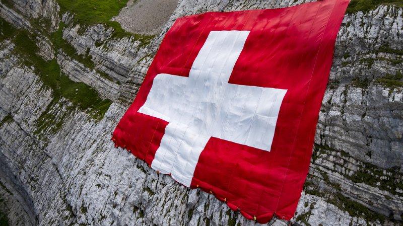 Du CO2 polluant dans notre Coca, les trottinettes renversantes ou les vacances de Federer… l'actu suisse vue du reste du monde