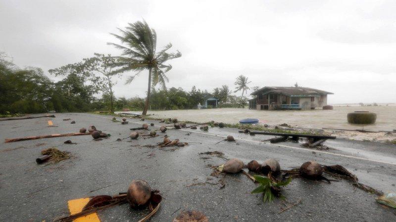 La tempête Pabuk est en train de traverser la Thaïlande. Des centaines de touristes sont déjà bloqués.