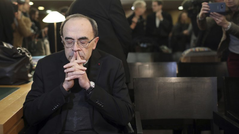 Pédophilie: l'archevêque de Lyon, le cardinal Barbarin, jugé pour ne pas avoir dénoncé l'un de ses prêtres