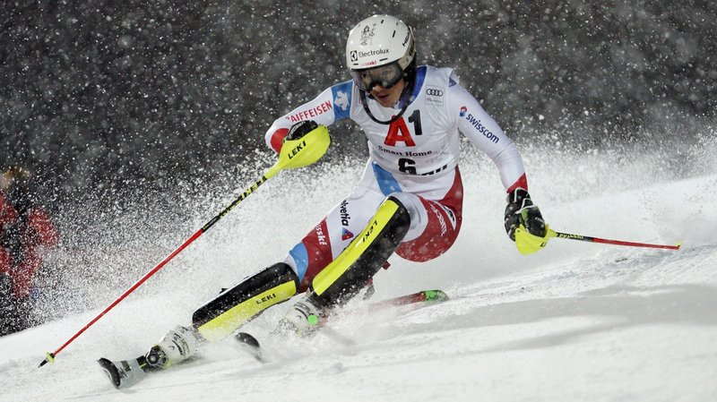 Des chutes de neige et une piste qui a vite marqué n'ont pas facilité le travail des skieuses, ici Wendy Holdener.