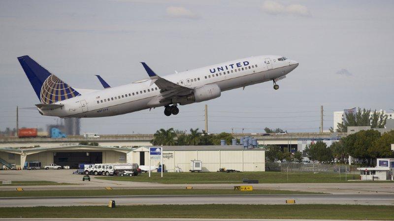 Des passagers sont restés coincés 13h dans un avion.