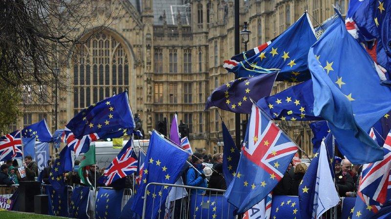 Brexit: les députés britanniques rejettent l'accord de divorce conclu avec l'Union Européenne par 432 voix contre 202