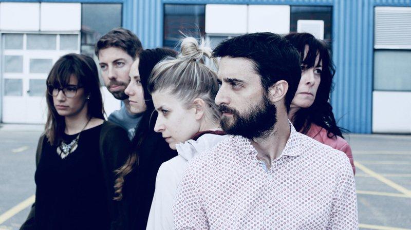 Les six comédiens de la troupe neuchâteloise ETKaetera, née l'année dernière.