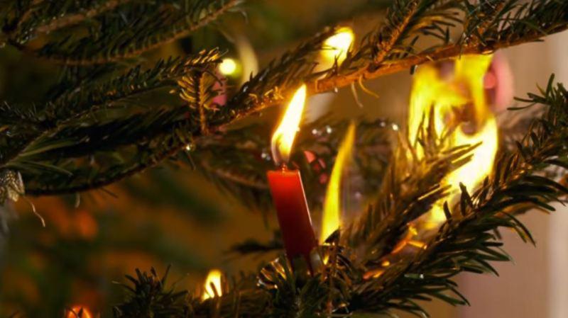 Bâle-Campagne: le sapin de Noël prend feu, une femme de 37 ans hospitalisée