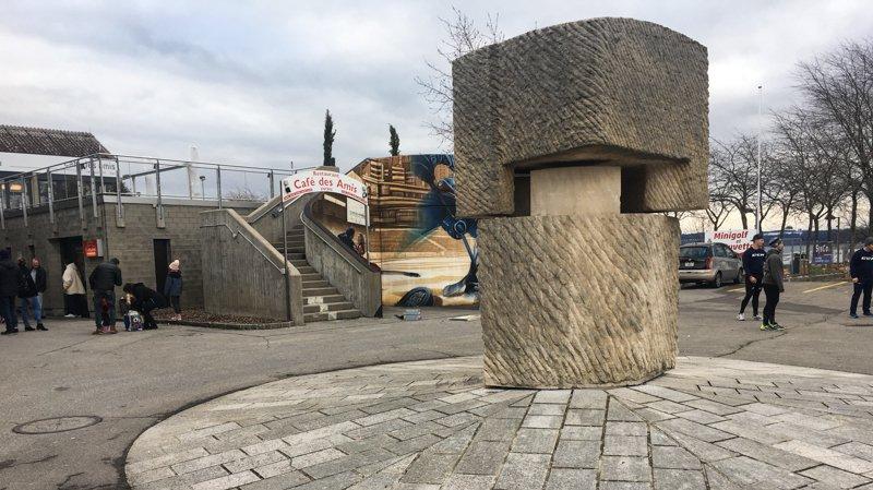 Un groupe d'enfants faisait tourner cette sculpture quand l'accident s'est produit.