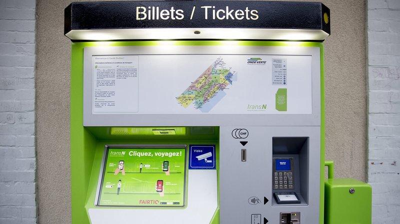 Les automates à billet de TransN, ici celui de la gare de Buttes, ne proposent momentanément plus de billets nationaux.