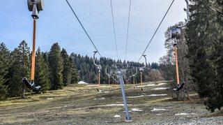 Faute de neige, les stations de l'Arc jurassien doivent slalomer pour s'en sortir
