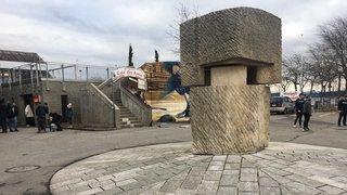 Neuchâtel: un enfant se coince le bras dans une sculpture pivotante