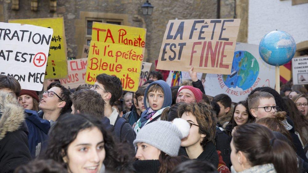 Ecoliers, lycéens et étudiants ont été entendus par les élus de la Ville de Neuchâtel. Mais ceux-ci n'ont pas, encore, réussi à tirer à la même corde.