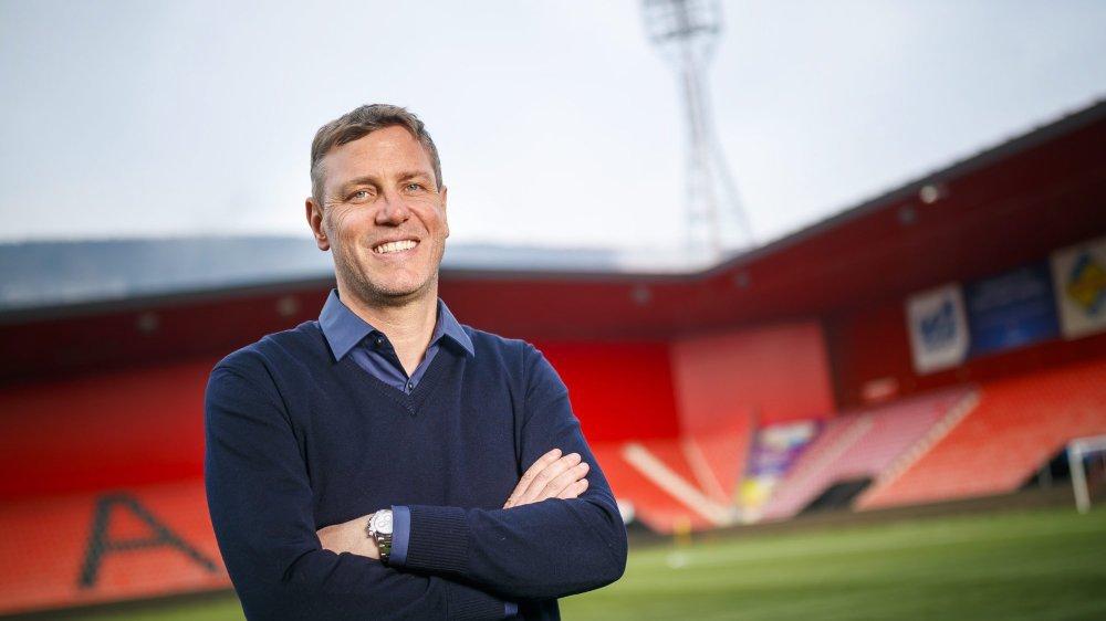 Stéphane Henchoz fera ses grands débuts en tant que coach principal sur le banc xamaxien dimanche contre Lucerne (16 heures).