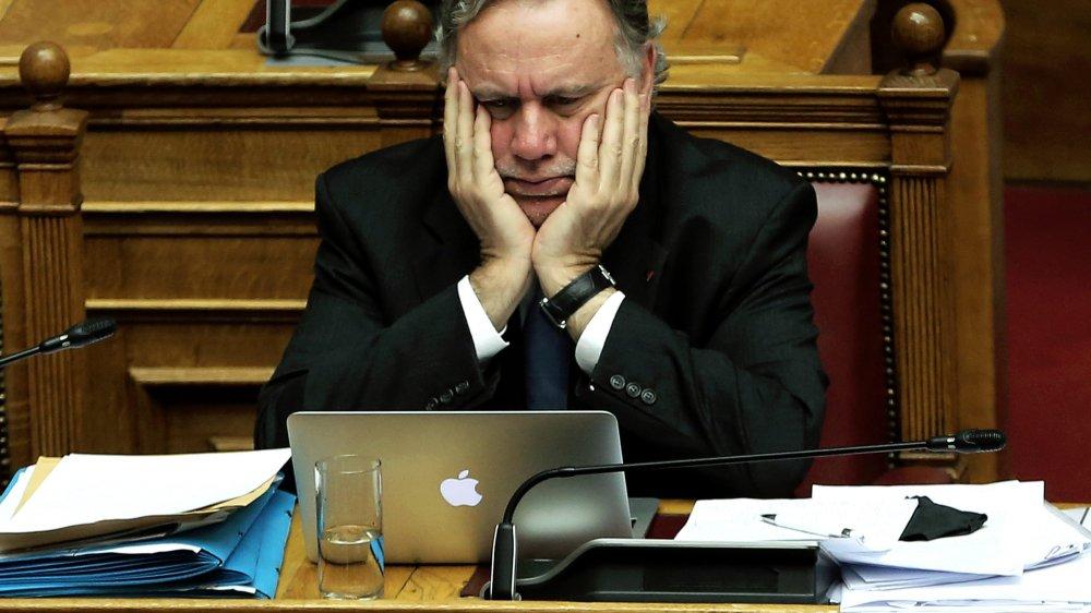 Le ministre adjoint aux Affaires étrangères Georges Katrougalos doit répondre aux attaques.