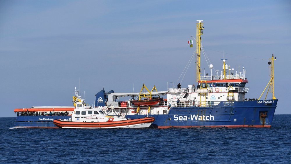 Le  «Sea Watch 3» est bloqué en mer.