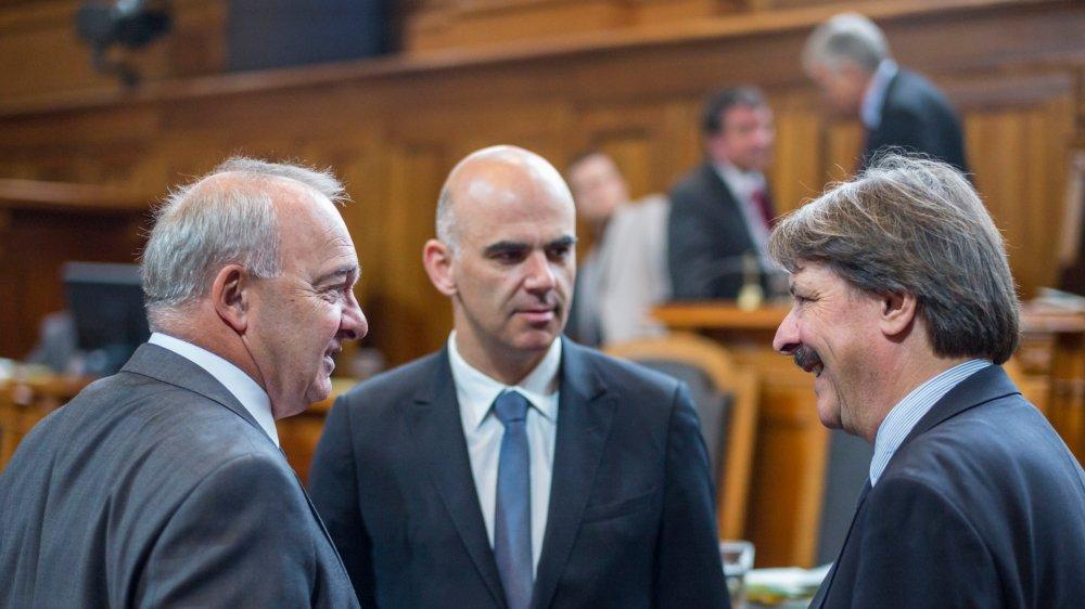 Pour renforcer le deuxième pilier, les sénateurs Alex Kuprecht (à gauche) et Paul Rechsteiner ont quelques idées à suggérer au conseiller fédéral Alain Berset.