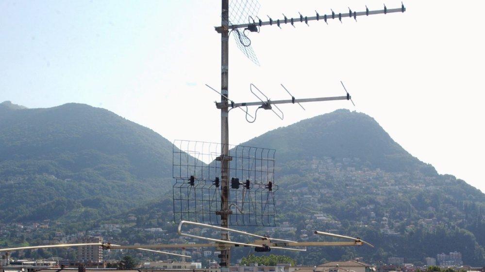 Dès le 3 juin, les bonnes vieilles antennes installées sur les toits ne permettront plus de capter, notamment, les chaînes de la Radio télévision suisse.