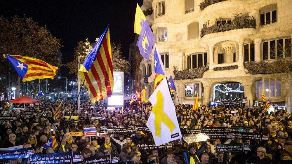Barcelone (ici la Casa Milà) et la Catalogne auront, mardi, le regard braqué sur Madrid.