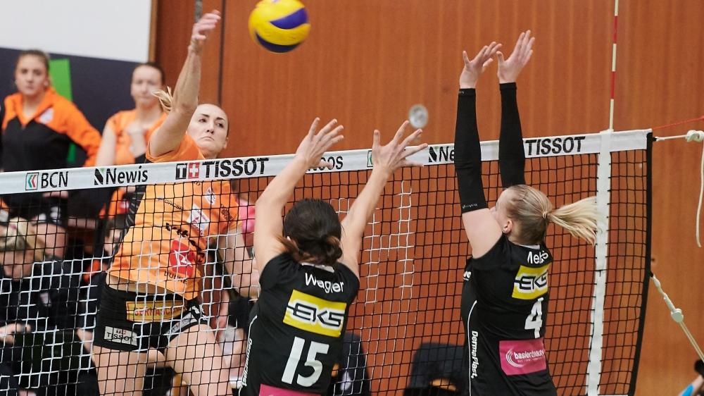 Encore une fois, le match entre le NUC et Kanti Schaffhouse (ici la Neuchâteloise Tia Scambray à l'attaque) a été très indécis.