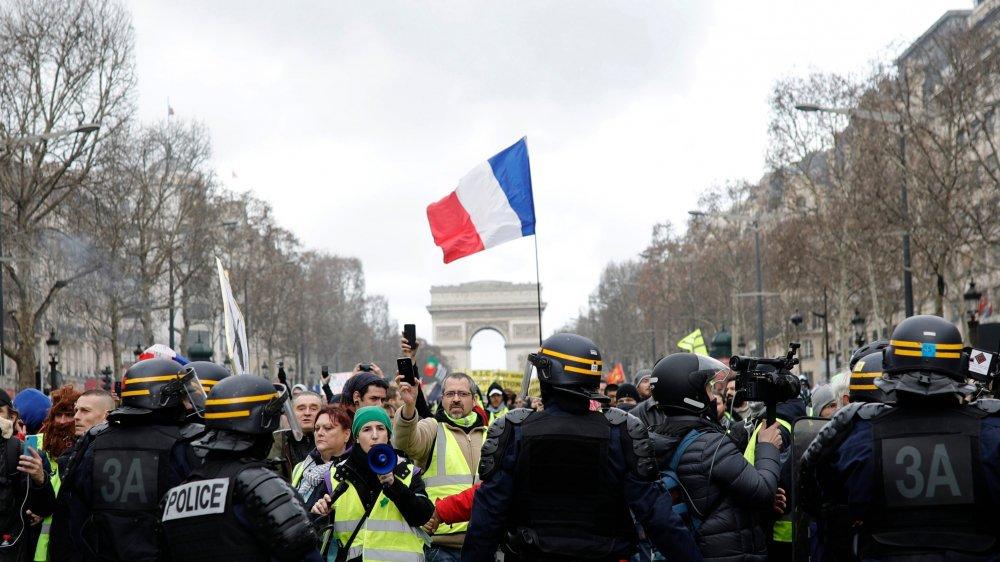 Le grand débat se poursuivait en Dordogne, tandis que les gilets jaunes menaient leur acte 13 à Paris.