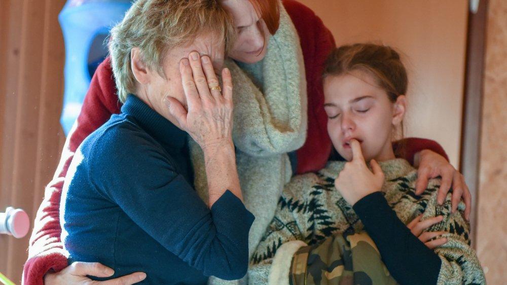 Claudine Buchwalder (à gauche) a reçu le soutien des parents et des enfants qu'elle accueille chez elle à Savagnier depuis des années.