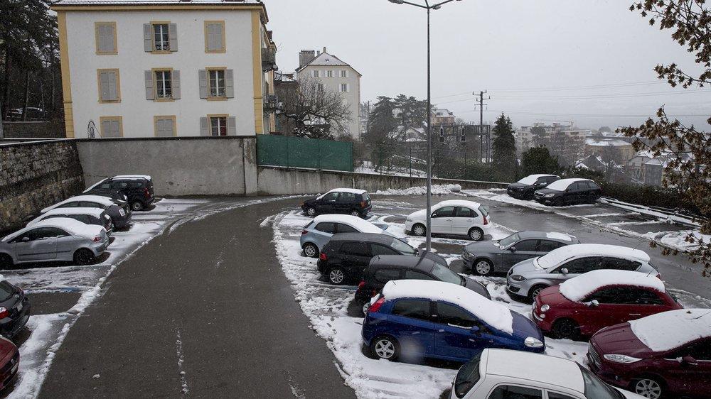 Le parking accueillerait le nouvel home. L'ancien, au fond de l'image, serait dédié à des logements.