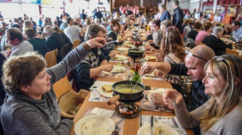 Chézard: 2000 gourmands aux 12 heures du fromage