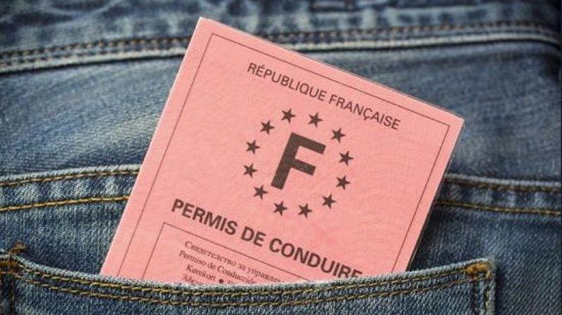 La haute cour rappelle que, selon le droit suisse, un automobiliste étranger est autorisé à circuler s'il est titulaire d'un permis national valable.  (illustration)