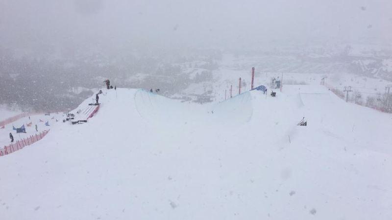 Les conditions météorologiques n'ont pas été jugées suffisantes pour assurer la sécurité des athlètes.