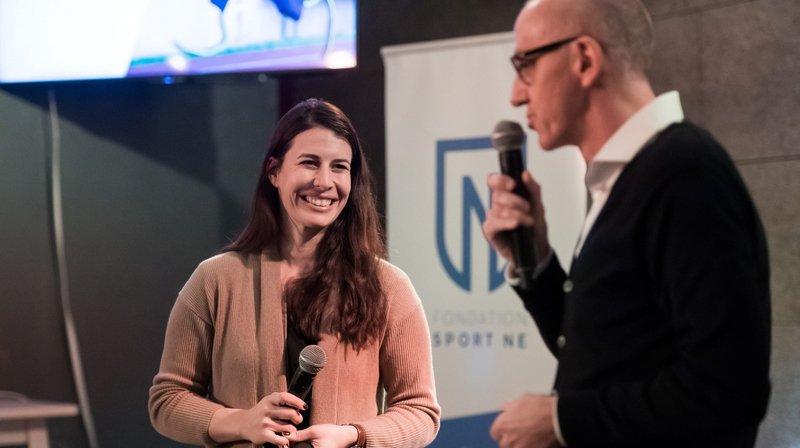 Dominique Gisin, invitée d'honneur de la Fondation Sport NE, en compagnie de Jacques Matthey, directeur de la Société neuchâteloise de presse.