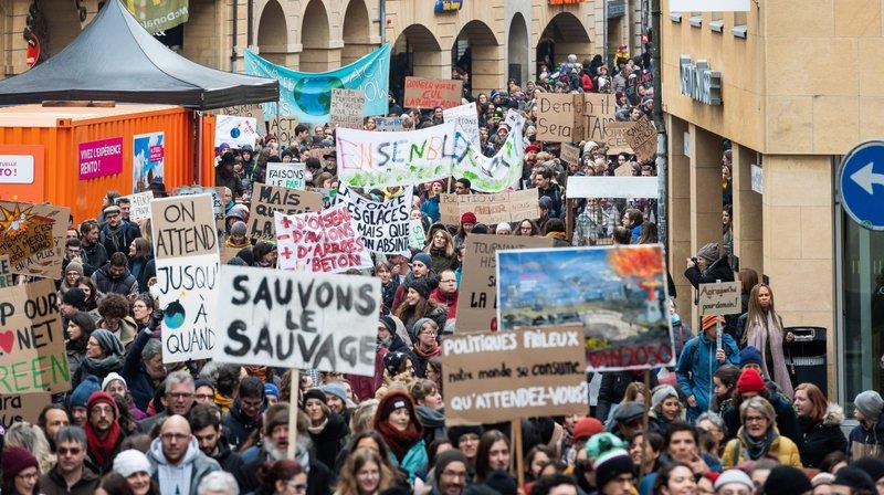 Plus de 2000 personnes défilent pour la planète à Neuchâtel