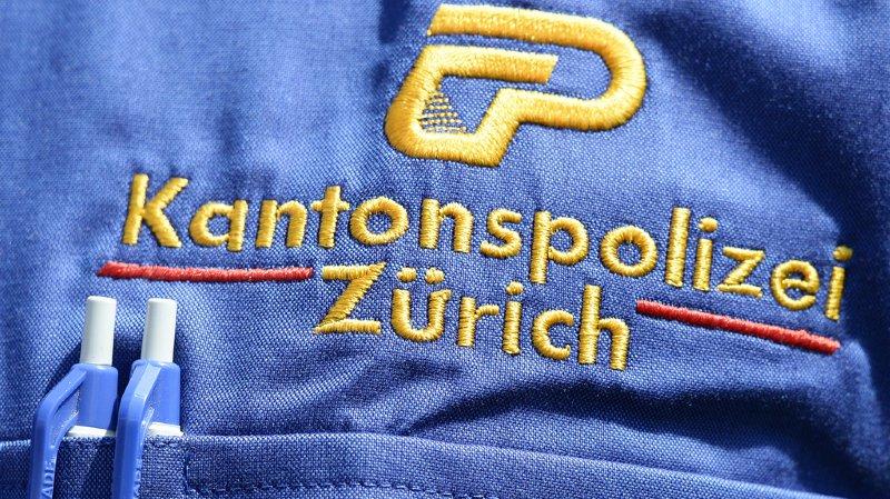 Un passant a découvert le corps de la femme décédée sur un parking mercredi matin à Dübendorf (Zurich).