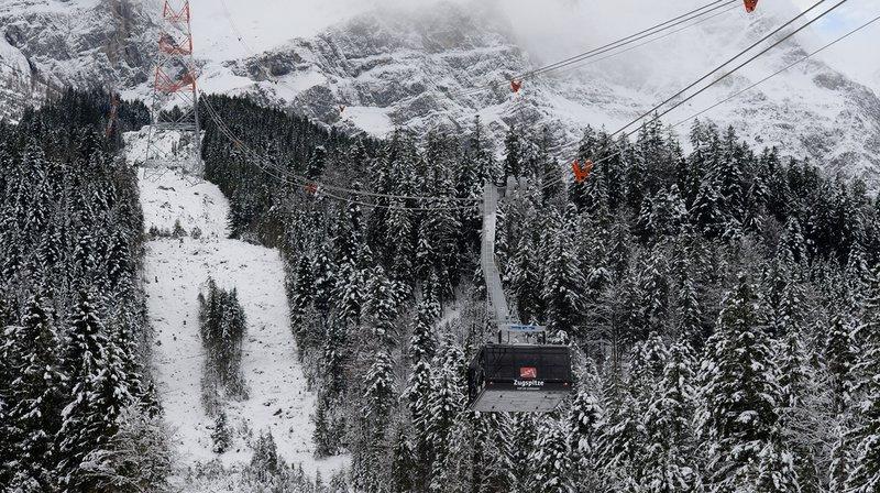 Ski alpin: trois descendeuses sauvent la vie d'un membre de l'organisation à Garmisch-Partenkirchen