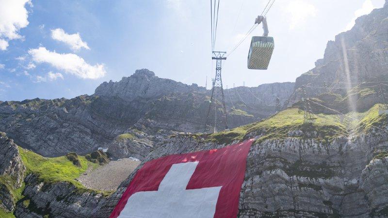 Un cerf qui fait le buzz, un hashtag du PLR qui fait rire ou une maison miroir… l'actu suisse vue du reste du monde