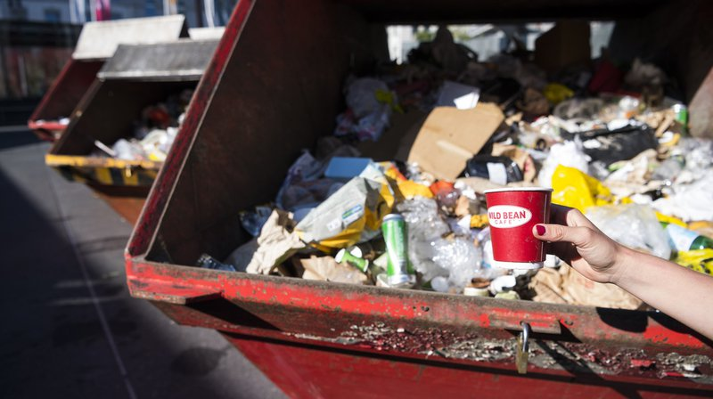 La Suisse figure à la troisième place du classement européen du nombre de déchets par habitant, établi par l'Office européen de la statistique Eurostat. (Archives)