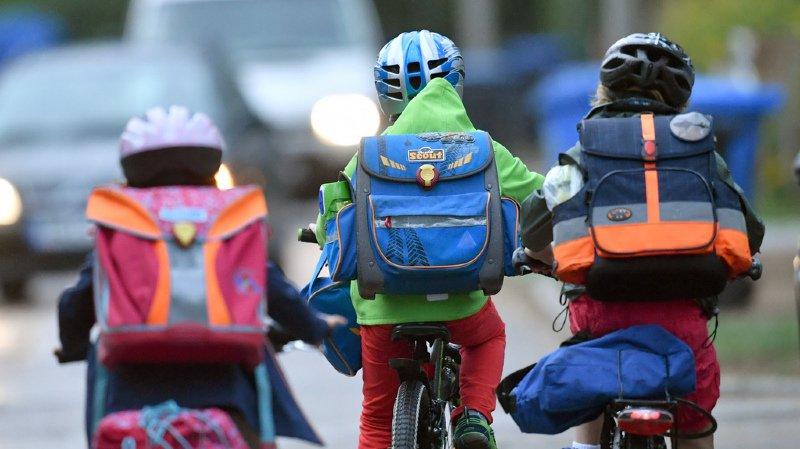 Les enfants de moins de 12 ans bientôt autorisés à circuler à vélo sur les trottoirs?