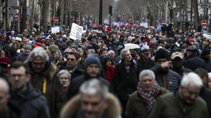 Près de 10'000 personnes ont manifesté dans les rues de la capitale française ce dimanche.