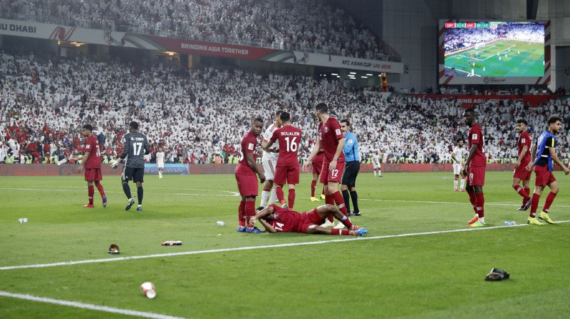 Football: sous une pluie de chaussures, le Qatar, organisateur du Mondial 2022, en finale de la Coupe d'Asie