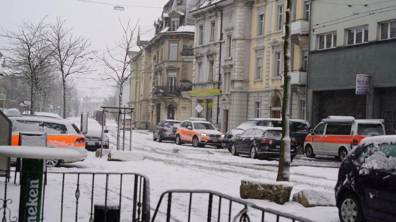 Homme armé retranché dans un bâtiment à Bienne: deux personnes interpellées