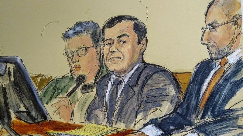 El Chapo, qui fait face à 10 chefs d'inculpation pour trafic de drogue, possession d'armes et blanchiment d'argent, risque la prison à perpétuité en cas de condamnation.