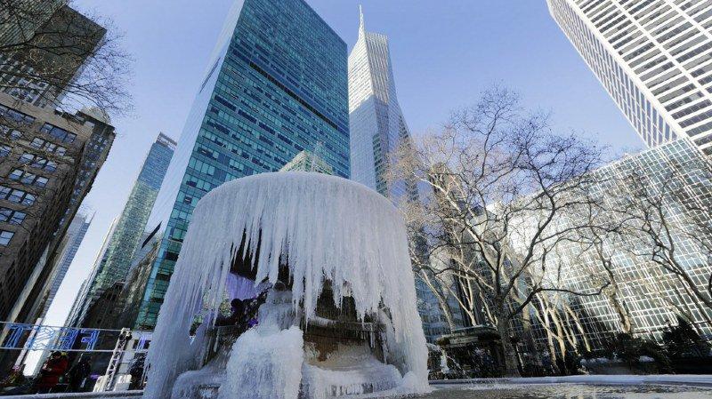 Le froid a provoqué d'importantes perturbations dans les transports et de nombreux accidents de la route.