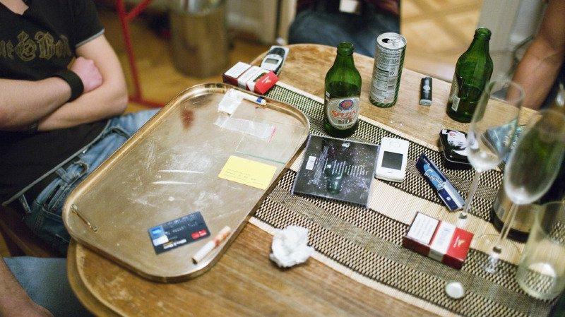 Addiction Suisse rappelle que,l chaque année, les problèmes liés aux dépendances entraînent plus de 11'000 décès et des coûts de l'ordre de 14 milliards de francs.
