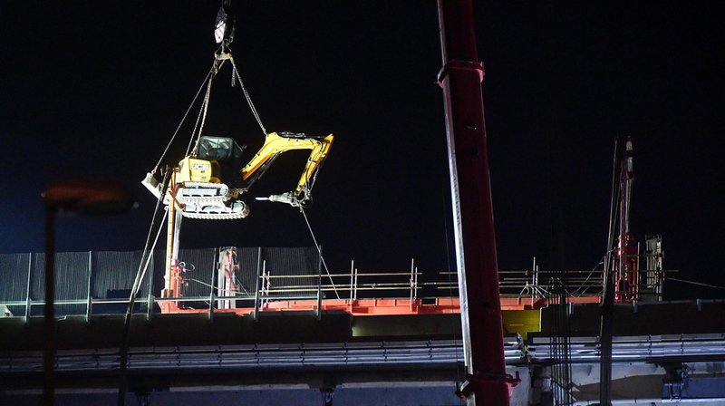 Italie: un premier tronçon du pont de Gênes a été découpé durant la nuit