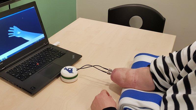 Avec des partenaires européens, le CSEM à Neuchâtel a mis au point une prothèse de main qui ouvre de nouveaux horizons aux personnes victimes d'une amputation au-dessous du coude.