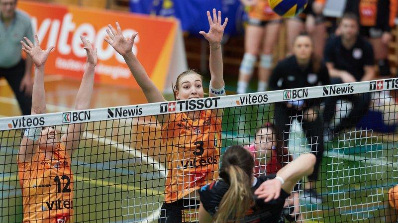 Sarah Troesch (n° 12), Martina Halter (n° 3) et leurs coéquipières se sont imposées en trois sets.