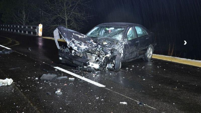 Après la collision frontale, la conductrice a quitté sa voiture et s'est enfuie à pied.