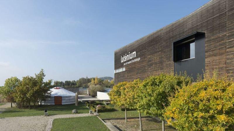 Le Laténiumi doit son nom et une partie de la richesse de ses collections au site archéologique de La Tène.