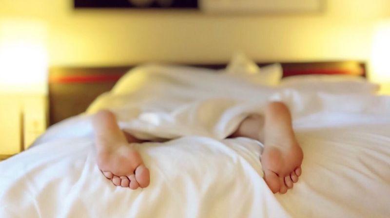 Apprendre en dormant, le rêve de bien des étudiants.