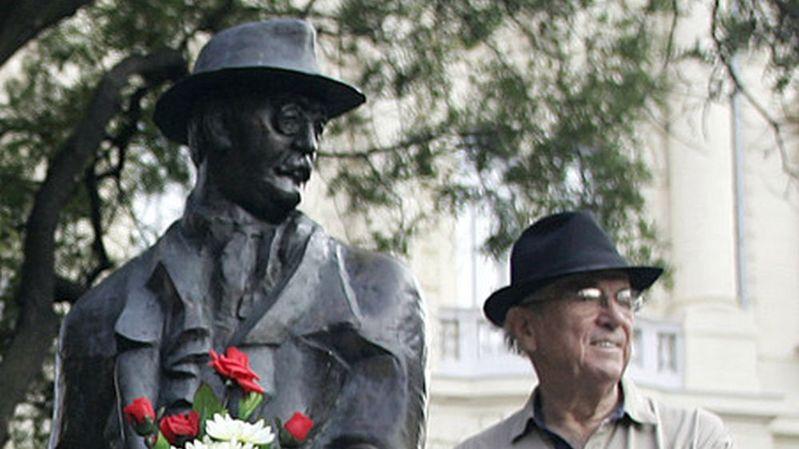 La statue d'Imre Nagy a été déboulonnée par ordre du premier ministre Viktor Orban.
