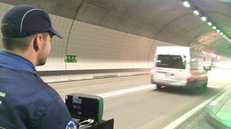 Valais: un chauffard flashé à 162 km/h dans un tunnel