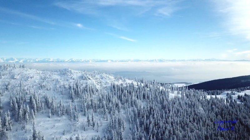 Les paysages enneigés de la région vus du ciel